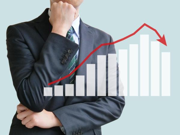 社員の収入は減少する!